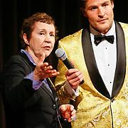 NLD/Hilversum/20110208 - Prins Willem Alexander aanwezig bij de Gouden Apenstaarten 2011, Koert-jan de Bruijn en Tineke Netelenbos