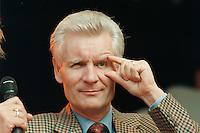 02 SEP 1995, HAMBURG/GERMANY:<br /> Henning Voscherau, SPD, Buergermeister Hamburg, waehrend dem Sommerfest der SPD<br /> IMAGE: 19950902-01/01-05<br /> KEYWORDS: Bürgermeister