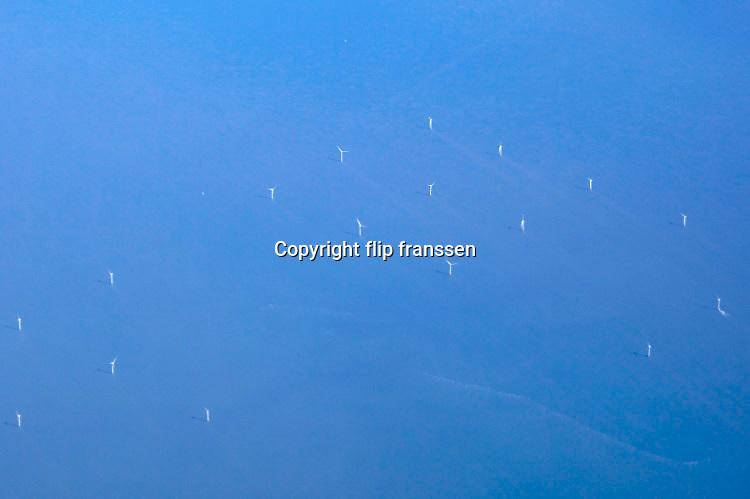 Nederland, Noordzee, 21-3-2018Windmolenpark op zee vanuit een passagiersvliegtuig .Foto: Flip Franssen