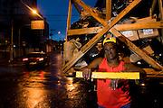 Belo Horizonte_MG, Brasil...Catadora de papel trabalhando na rua de Belo Horizonte...A paper collector working in the street in Belo Horizonte...FOTOS: BRUNO MAGALHAES /  NITRO