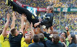 30.04.2011, Signal Iduna Park, Dortmund, GER, 1.FBL,  Borussia Dortmund vs 1. FC Nuernberg, im Bild die Dortmunder Mannschaft feiert Dortmunds Trainer Jürgen / Juergen Klopp (GER) und wirft ihn hoch, er ist naß von einer Bierdusche, EXPA Pictures © 2011, PhotoCredit: EXPA/ nph/  Scholz       ****** out of GER / SWE / CRO  / BEL ******