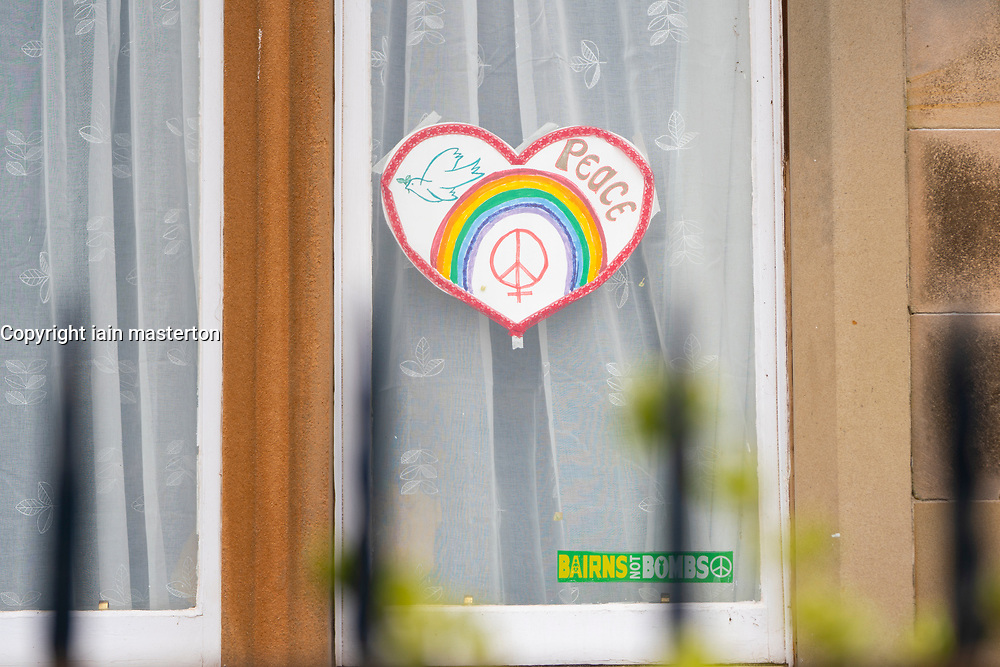 Edinburgh, Scotland, UK. 31 March, 2020. Despite Coronavirus lockdown members of the public are outside exercising and relaxing on Portobello promenade in Edinburgh. Heart and rainbow drawing in apartment window. Iain Masterton/Alamy Live News