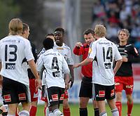 Fotball Tippeligaen 03.05.09 Rosenborg ( RBK ) - Fredrikstad,<br /> Dommer Per Ivar Staberg peker på Anthonny Annan,<br /> Foto: Carl-Erik Eriksson, Digitalsport