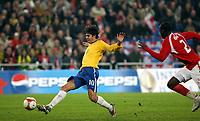 Fotball , 15. november 2006 , Sveits - Brasil<br /> Brasiliens Kaka schiesst gegen den Schweizer Johan Djourou das Tor zum 2:0.<br /> Norway only