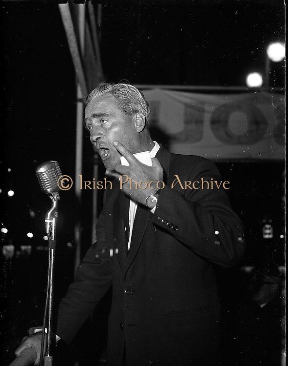 Election Rally, Labour, G.P.O..1961..01.10.1961..10.01.1961..1st October 1961...At an election rally at the General Post Office (GPO),Dublin the Labour Party held an election rally..Image shows Labour Party leader Brendan Corish speaking to the assembled crowd.