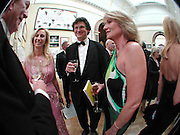 Jenny Halpern, Alan rusbridger and Alison Myners, Royal Academy Annual dinner. Royal Academy, Piccadilly. 6 June 2006. ONE TIME USE ONLY - DO NOT ARCHIVE  © Copyright Photograph by Dafydd Jones 66 Stockwell Park Rd. London SW9 0DA Tel 020 7733 0108 www.dafjones.com