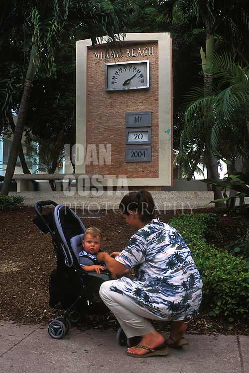 USA / FLORIDA / MIAMI .Mother with her son at Ocean Drive in South Beach.