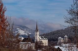 THEMENBILD - Blick auf die Pfarrkirche zur hl. Margaretha und der Burg Kaprun, aufgenommen am 09. November 2016, Kaprun, Österreich // View of the church of St. Margaretha and the Kaprun Castle in Kaprun, Austria on 2016/11/09. EXPA Pictures © 2016, PhotoCredit: EXPA/ JFK