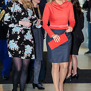 NLD/Amsterdam/20130214 - Prinses Maxima opent Women Inc, festival 2013, Prinses Maxima met de dames van Women Inc.