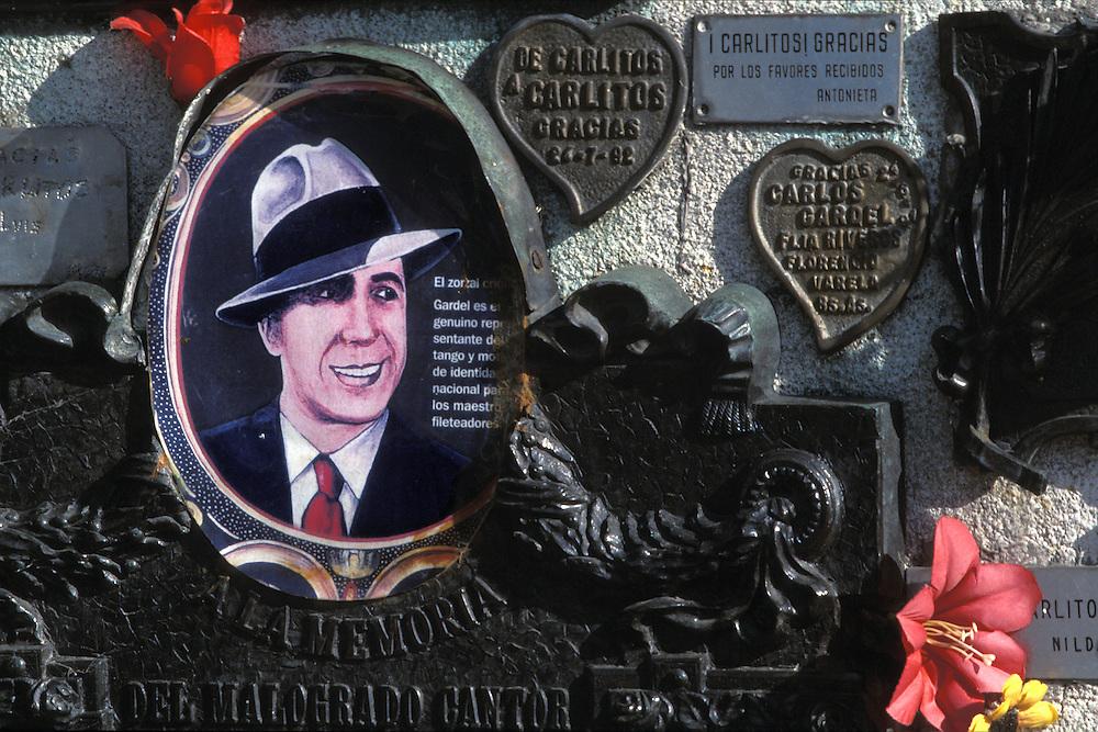 Argentina. Buenos Aires..Detalle de la tumba de Carlos Gardel, fallecido el 24 de junio de 1936, en el cementerio de La Chacarita..------------------------------------------------------------------.Detail of Carlos Gardel grave, died the 24 of june 1936, at La Chacarita Cementery...© JOAN COSTA