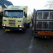 Moord Wendela van der Poel - Hagedoorn Huizen, opgraven lijk, speurhonden KLPD, vrachtwagen geladen