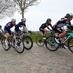 04-04-2021: Wielrennen: Ronde van Vlaanderen (Vrouwen): Oudenaarde<br />(65) Amanda Spratt; Floortje Mackay
