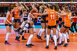 15-10-2018 JPN: World Championship Volleyball Women day 16, Nagoya<br /> Netherlands - USA 3-2 / Laura Dijkema #14 of Netherlands, Lonneke Sloetjes #10 of Netherlands, Myrthe Schoot #9 of Netherlands, Maret Balkestein-Grothues #6 of Netherlands, Celeste Plak #4 of Netherlands, Nicole Koolhaas #22 of Netherlands, Kirsten Knip #1 of Netherlands