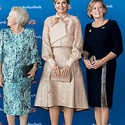 NLD/Amsterdam/20191104 - Maxima bij Prins Bernhard Cultuurfonds Prijs 2019, Koningin Maxima en Prinses Beatrix en Adriana Esmeijer