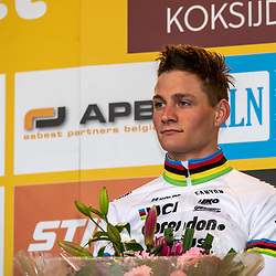 2018-11-24: Cycling: CX Worldcup: Koksijde: Mathieu van der Poel listening to the national anthem of the Netherlands