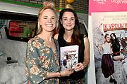 Boekpresentatie Ik Vrouw van Jou in LE:EN, Utrecht. Joyce en Scarlet zochten zaaddonor via YouTube, vonden hem en schreven er een boek over.<br /> <br /> op de foto:  Scarlet Hemkes en partner Joyce Everink