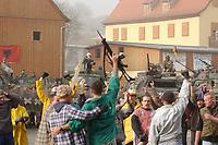 16 OCT 2001, BERLIN/GERMANY:<br /> Bundeswehrsoldaten waehrend der Ausbildung des KFOR-Einsatzverbandes, hier waehrend einem sehr realistischen Uebungsszenario einer gewalttaetigen Demonstration im Ort Bonnland, Infanterieschule des Heeres, Hammelburg<br /> IMAGE: 20011016-01-005<br /> KEYWORDS: Bundeswehr, Armee, Soldat, soldier, Demo, Demonstration