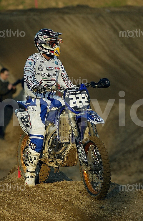 Mantova , 110207 , Starcross Seasonopener  Erstes Kraeftemessen der internationalen Motocrosselite beim Starcross in Mantova.  Antonio CAIROLI (Yamaha , ITA)