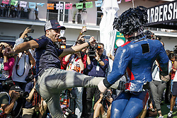 October 25, 2018 - Mexico-City, Mexico - Motorsports: FIA Formula One World Championship 2018, Grand Prix of Mexico, ..#3 Daniel Ricciardo (AUS, Aston Martin Red Bull Racing) smashes a pinata  (Credit Image: © Hoch Zwei via ZUMA Wire)