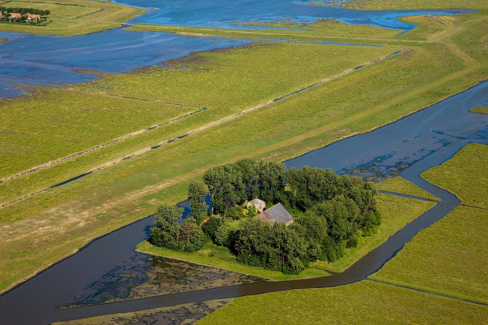 """Nederland, Zuid-Holland, Tiengemeten, 12-06-2009; eiland in het Haringvliet, detail van het ondergelopen deel van het eiland. Oorspronkelijk gebruikt voor de akkerbouw maar inmiddels 'teruggegeven aan de natuur', de dijken zijn deels doorgestoken, de laatste boer is in 2006 vertrokken. Huidig gebruik onder andere zorgboerderij en kan er gekampeerd worden. De 'nieuwe natuur' vormt onderdeel van de Ecologische Hoofdstructuur. Oorspronkelijk was het eilandje eigendom van AMEV (Fortis Investments) - binnen de dijken, de buitendijkse slikken waren van de Vereniging Natuurmonumenten..The island Tiengemeten in the Haringvliet, originally owned - within the dikes - by AMEV (Fortis Investments), and Natuurmonumenten (Society for conservation of nature). The island was used for agriculture but has now """"been given back to nature"""", large parts have been flooded and the isle is part of the National Ecological Network. The last farmer left in 2006. Current use, among other, care farms and camping..Swart collectie, luchtfoto (25 procent toeslag); Swart Collection, aerial photo (additional fee required).foto Siebe Swart / photo Siebe Swart"""