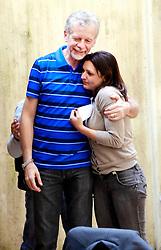 O pré-candidato José Fortunati é abraçado pela presidente da Juventude Progressista, Simone Della Bona, após reunião/almoço com a Juventude do PP neste sábado. FOTO: Jefferson Bernardes/Preview.com
