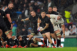 TJ Perenara of New Zealand looks to pass the ball - Photo mandatory by-line: Patrick Khachfe/JMP - Mobile: 07966 386802 08/11/2014 - SPORT - RUGBY UNION - London - Twickenham Stadium - England v New Zealand - 2014 QBE Internationals