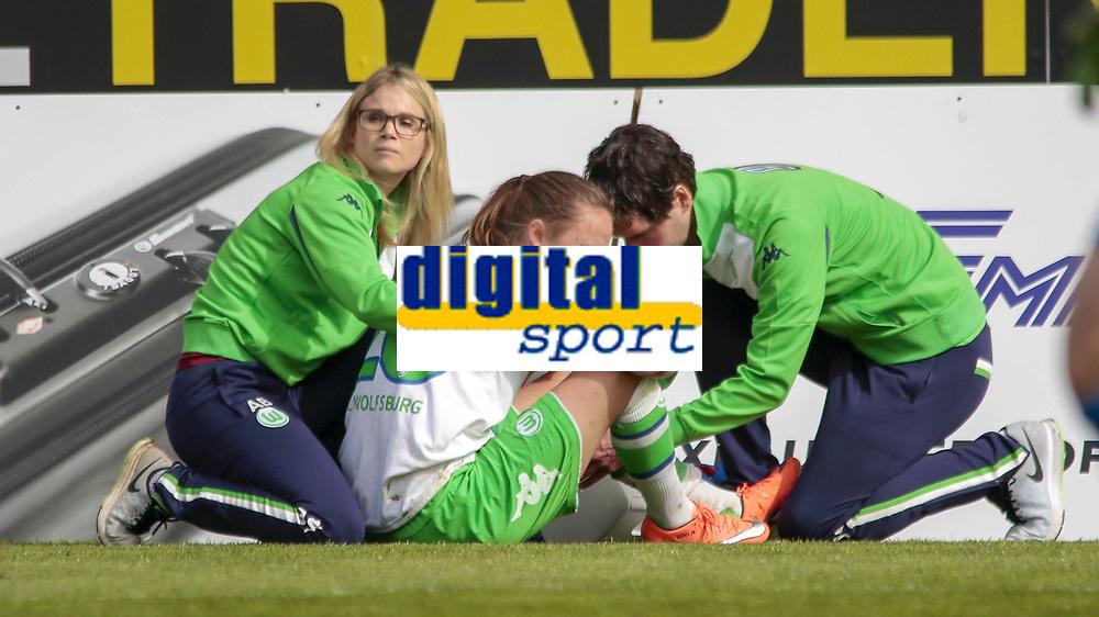 BILDET INNGÅR IKKE I FASTAVTALER. ALL NEDLASTING BLIR FAKTURERT.<br /> <br /> Fotball<br /> Tyskland<br /> 03.04.2016<br /> Foto: imago/Digitalsport<br /> NORWAY ONLY<br /> <br /> Fußball, DFB-Pokal Frauen, VfL Wolfsburg - SC Freiburg; Caroline Graham Hansen (Wolfsburg, 26) Verletzt, am Boden, behandelt, injury, injured, hurt.