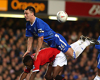Fotball<br /> Foto: SBI/Digitalsport<br /> NORWAY ONLY<br /> <br /> Carling Cup Semi Final first leg<br /> <br /> Chelsea v Manchester United. 12/1/2005.<br /> <br /> Chelsea's John Terry out jumps Manchester United's Louis Saha