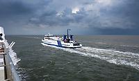 VLIELAND -  Veerboot Midsland, op weg naar Terschelling . ANP COPYRIGHT KOEN SUYK