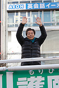 Former Prime-Minster of Japan, Morihiro Hosokawa waves to the crowds whilei campaigning for the 2014 Tokyo Gubernatorial elections in Shibuya, Tokyo, Japan. Friday February 7th 2014