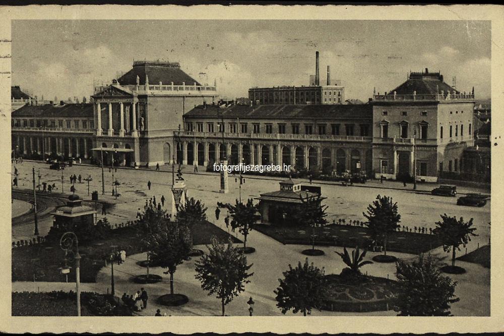 Zagreb : Glavni kolodvor. <br /> <br /> ImpresumZagreb : Naklada: Orient, [1938].<br /> Materijalni opis1 razglednica : tisak ; 9 x 14 cm.<br /> NakladnikNaklada Orient<br /> Mjesto izdavanjaZagreb<br /> Vrstavizualna građa • razglednice<br /> ZbirkaZbirka razglednica • Grafička zbirka NSK<br /> Formatimage/jpeg<br /> PredmetZagreb –– Trg kralja Tomislava<br /> SignaturaRZG-TOM-44<br /> Obuhvat(vremenski)20. stoljeće<br /> NapomenaRazglednica je putovala 1938. godine.<br /> PravaJavno dobro<br /> Identifikatori000953690<br /> NBN.HRNBN: urn:nbn:hr:238:680093 <br /> <br /> Izvor: Digitalne zbirke Nacionalne i sveučilišne knjižnice u Zagrebu