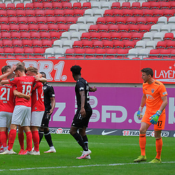 Fussball - 3.Bundesliga - Saison 2019/20<br /> Kaiserslautern -  Fritz-Walter-Stadion 20.6.2020<br /> 1. FC Kaiserslautern (fck) - KFC Uerdingen (uer) 4:0<br /> Jubel nach dem 4:0 durch Hendrik ZUCK (1. FC Kaiserslautern), re: Torwart Rene VOLLATH (KFC Uerdingen) in stinksauer<br /> <br /> Foto © PIX-Sportfotos *** Foto ist honorarpflichtig! *** Auf Anfrage in hoeherer Qualitaet/Aufloesung. Belegexemplar erbeten. Veroeffentlichung ausschliesslich fuer journalistisch-publizistische Zwecke. For editorial use only. DFL regulations prohibit any use of photographs as image sequences and/or quasi-video.
