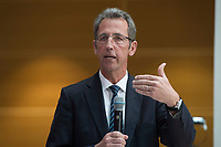 """28 MAR 2012, BERLIN/GERMANY:<br /> Stephan Kohler, Vorsitzende rGeschaeftsfuehrung Deutsche Energie-Agentur, dena, SPD Energiesymposium 2012 """"Energie(w)ende"""", Willy-Brandt-Haus<br /> IMAGE: 20120328-01-081"""
