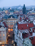 Blick vom Turm des Altstaedter Rathaus auf das Prager Stadtpanorama und die Celetna Straße welche im Vordergrund beginnt und am Pulverturm (im Hintergrund) ended.<br /> <br /> View from Old Town City Hall at Old Town Square to Celetna Street and the Powder Tower (Prasna brana) in the city center of Prague.