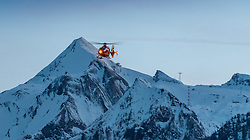 THEMENBILD - der Rettungshubschrauber Alpin Heli 6 (OE-XRS, Airbus Helicopter EC/H 135), vor dem Gletscher Skigebiet Kitzsteinhorn bei einem Einsatzflug in Kaprun, Oesterreich, aufgenommen am 20. Maerz 2017 // the Alpin Heli 6 (OE-XRS, Airbus Helicopter EC / H 135) Emergency Medical Helicopter in front of the Kitzsteinhorn glacier ski ressort during a rescue operation in Kaprun, Austria on 2017/03/20. EXPA Pictures © 2017, PhotoCredit: EXPA/ JFK