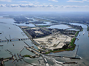 Nederland, Noord-Holland, Amsterdam; 16-04-2021; Zeeburg, Zeeburgereiland. Het braakliggende terrein is voorbestemd om met hoogbouw volgebouwd te worden:  de Sluisbuurt. Oranjesluizen in de voorgrond, IJburg in de verte.<br /> Zeeburg, Zeeburgereiland. The vacant lot is destined to be built up with high-rise buildings: the Sluisbuurt<br /> <br /> luchtfoto (toeslag op standard tarieven);<br /> aerial photo (additional fee required)<br /> copyright © 2021 foto/photo Siebe Swart