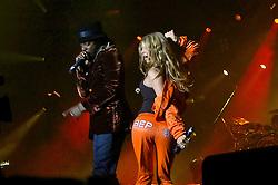 Fergie (D) e Will.I.Am durante o show da banda Black Eyed Peas, no auditório da FIERGS, em Porto Alegre-RS. FOTO: Luiz A. Guerreiro/Preview.com