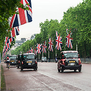 Il Mall allestito con la bandiera inglese Union Jack in occasione della parata per il compleanno della Regina Elisabetta.<br /> <br /> The mall with the British flag Union Jack for the Queen's birthday parade.<br /> <br /> #350d #photooftheday #picoftheday #bestoftheday #instadaily #instagood #follow #followme #nofilter #everydayuk #canon #buenavistaphoto #photojournalism #flaviogilardoni <br /> <br /> #london #uk #greaterlondon #londoncity #centrallondon #cityoflondon #londonuk #visitlondon #Mall<br /> <br /> <br /> #photo #photography #photooftheday #photos #photographer #photograph #photoofday #streetphoto #photonews #amazingphoto #dailyphoto #goodphoto #myphoto #photoftheday #photogalleries #photojournalist #photolibrary #photoreportage #pressphoto #stockphoto #todaysphoto #urbanphoto