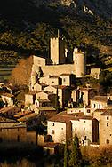 France, Languedoc Roussillon, Hérault, le village de St. Jean de Buèges et le chateau