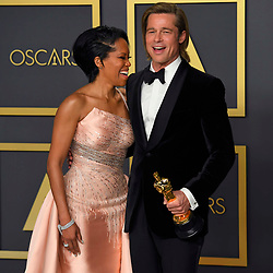 February 9, 2020, Los Angeles, California, USA: REGINA KING and BRAD PITT, with his Best Suporting Actor Oscar, in the Press Room during the 92nd Academy Awards, presented by the Academy of Motion Picture Arts and Sciences (AMPAS), at the Dolby Theatre in Hollywood. (Credit Image: © Kevin Sullivan via ZUMA Wire)