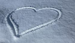 THEMENBILD - ein Herz in den Schnee gezeichnet, aufgenommen am 14. Februar 2018, Ort, Österreich // a heart drawn in the snow on 2018/02/14, Ort, Austria. EXPA Pictures © 2018, PhotoCredit: EXPA/ Stefanie Oberhauser