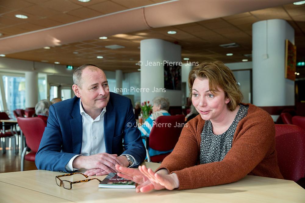 Nederland, Amsterdam, 26 januari 2017.<br /> Willeke Drevijn en Franck Storm tijdens het gesprek over het scheiden van wonen en zorg in het gebouw van De Boeg.<br /> Daar wonen ouderen zelfstandig en onder begeleiding van<br /> Cordaan.<br /> <br /> Foto: Jean-Pierre Jans