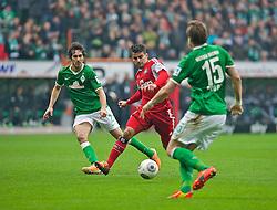01.03.2014, Weserstadion, Bremen, GER, 1. FBL, SV Werder Bremen vs Hamburger SV, 23. Runde, im Bild Santiago Garcia (SV Werder Bremen #2), Sebastian Prödl / Proedl (Bremen #15) verteidigen gegen Tomas Rincon (Hamburger SV #8) // Santiago Garcia (SV Werder Bremen #2), Sebastian Prödl / Proedl (Bremen #15) verteidigen gegen Tomas Rincon (Hamburger SV #8) during the German Bundesliga 23th round match between SV Werder Bremen and Hamburger SV at the Weserstadion in Bremen, Germany on 2014/03/02. EXPA Pictures © 2014, PhotoCredit: EXPA/ Andreas Gumz<br /> <br /> *****ATTENTION - OUT of GER*****