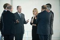 12 NOV 2008, BERLIN/GERMANY:<br /> Peer Steinbrueck (Mi-L), SPD, Bundesfinanzminister, im Gespraech mit den Mitgliedern des Sachverstaendigenrates, Mitte Rechts: Prof. Dr. Beatrice Weder di Mauro, Wirtschaftswissenschaftlerin Uni Mainz, vor Beginn der Uebergabe des Jahresgutachtens 2008/2009 des Sachverstaendigenrates zur Begutachtung des gesamtwirtschaftlichen Entwicklung an die Bundeskanzlerin, Bundeskanzleramt<br /> IMAGE: 20081112-02-014<br /> KEYWORDS: Peer Steinbrück, Wirtschaftsweise, Sachverständigenrat