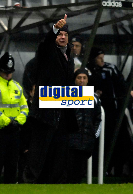 Photo: Jed Wee/Sportsbeat Images.<br /> Newcastle United v Birmingham City. The FA Barclays Premiership. 08/12/2007.<br /> <br /> Newcastle manager Sam Allardyce gives the thumbs up.