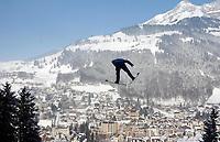 Hopp: 14.12.2001 Engelberg, Schweiz,<br />Ein Skispringer am Freitag (14.12.2001) beim Training auf der Sprungschanze im schweizerischen Engelberg zum bevorstehenden Weltcup Skispringen am Wochenende. <br />Foto: Andy Müller, Digitalsport