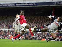 Fotball<br /> FA-cup 2005<br /> 3. runde<br /> Arsenal v Stoke City<br /> 9. januar 2005<br /> Foto: Digitalsport<br /> NORWAY ONLY<br /> Wayne Thomas (Stoke) Emmanuel Eboue (Arsenal) playing in his debut game
