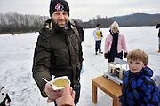 Nederland, NBijmegen, 12-2-2012Ijspret op de Wylerbergmeer ijsbaan. Koek en zopie, erwtensoep.Foto: Flip Franssen/Hollandse Hoogte
