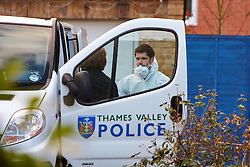 © Licensed to London News Pictures.  03/12/2012. BICESTER, UK. Forensic officers investigate the scene of a murder in Lucerne Aveneue, Bicester. 31 year old Janee Parsons was found with multiple stab wounds on Saturday (1st Dec) morning and later died in hospital. A 38-year-old man has been arrested on suspicion of murder and is currently in police custody. Photo credit :  Cliff Hide/LNP