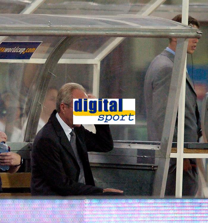 Fotball<br /> 04.09.2004<br /> Foto:SBI/Digitalsport<br /> NORWAY ONLY<br /> <br /> Østerrike v England<br /> World Cup Qualifier<br /> <br /> England coach Sven Gøran Eriksson wonders where it all went wrong.